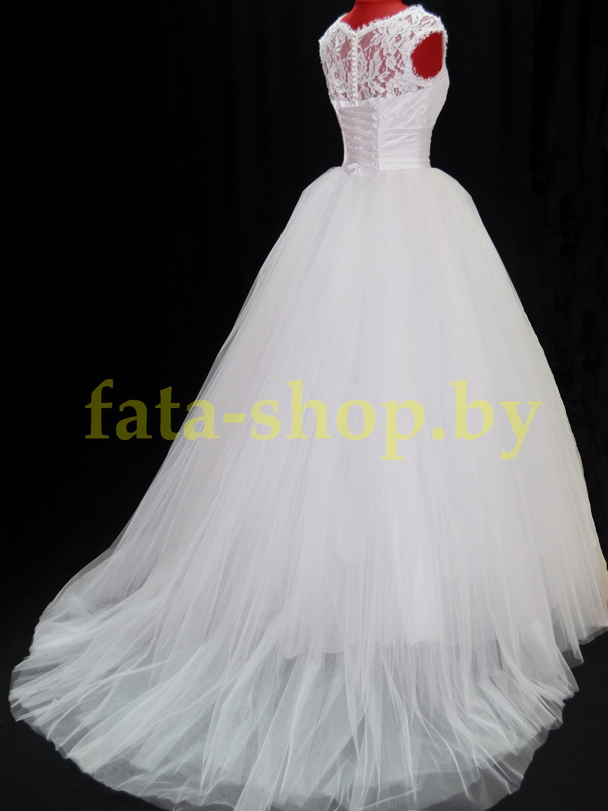 Пышное свадебное платье с закрытым верхом